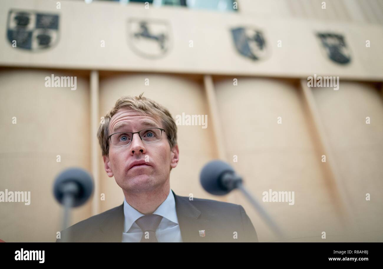 Berlin, Germany. 14th Dec, 2018. Daniel Günther (CDU), Minister President of Schleswig-Holstein and President of the Bundesrat, chairs the session of the Bundesrat. In the last session of the year, the regional chamber finally deals with several laws of the grand coalition, including tightening the rent brake, more further training, higher nursing care contributions in 2019, postponement of the ban on anaesthetised piglet castration. Credit: Kay Nietfeld/dpa/Alamy Live News - Stock Image