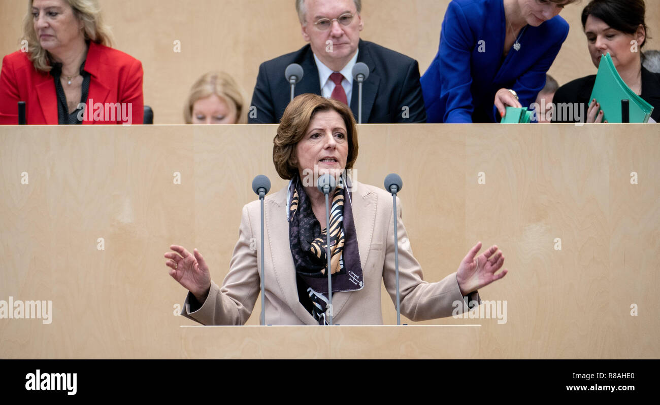Berlin, Germany. 14th Dec, 2018. Malu Dreyer (SPD), Prime Minister of Rhineland-Palatinate, speaks at the Federal Council meeting. In the last session of the year, the regional chamber finally deals with several laws of the grand coalition, including tightening the rent brake, more further training, higher nursing care contributions in 2019, postponement of the ban on anaesthetised piglet castration. Credit: Kay Nietfeld/dpa/Alamy Live News - Stock Image