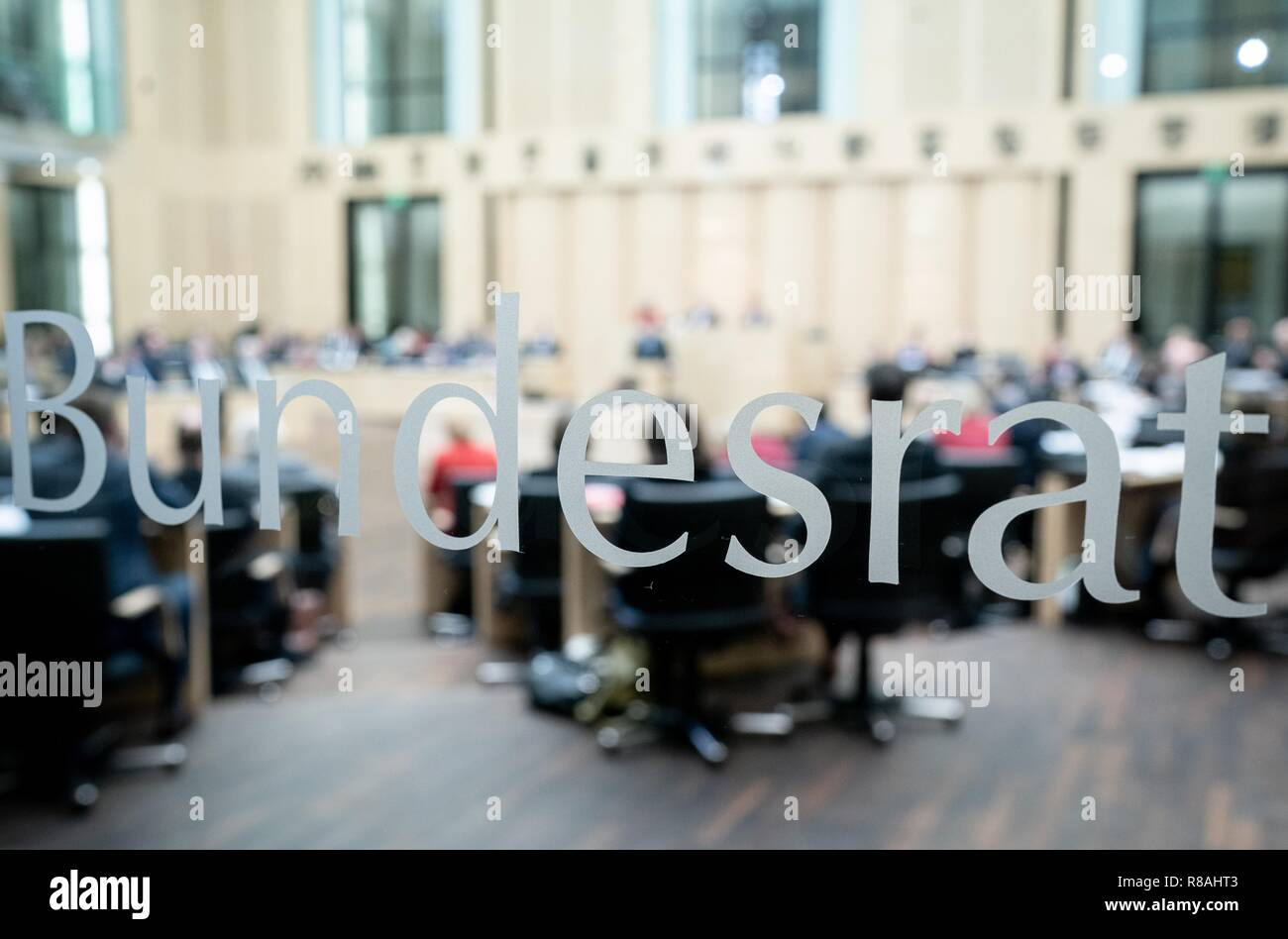 Berlin, Germany. 14th Dec, 2018. The Prime Ministers of the Länder meet for their last meeting of the year. Finally, the state chamber deals with several laws of the grand coalition, among others to tighten the rent brake, for more further training, higher care contributions in 2019, postponement of the ban on anaesthetised piglet castration. Credit: Kay Nietfeld/dpa/Alamy Live News - Stock Image