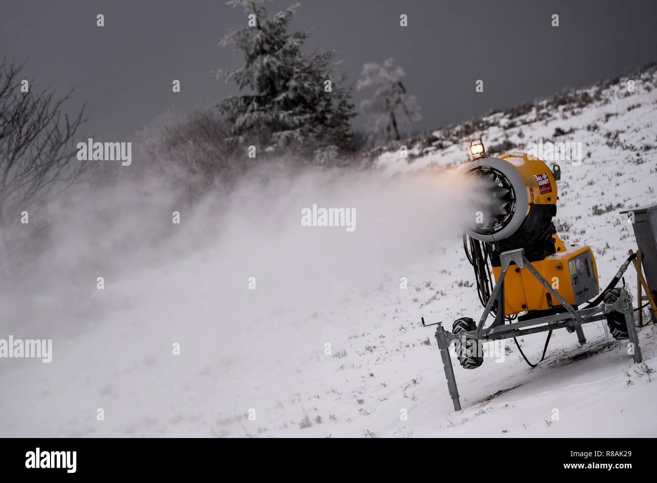 14 december 2018, hessen, willingen: a snow cannon sprays artificial