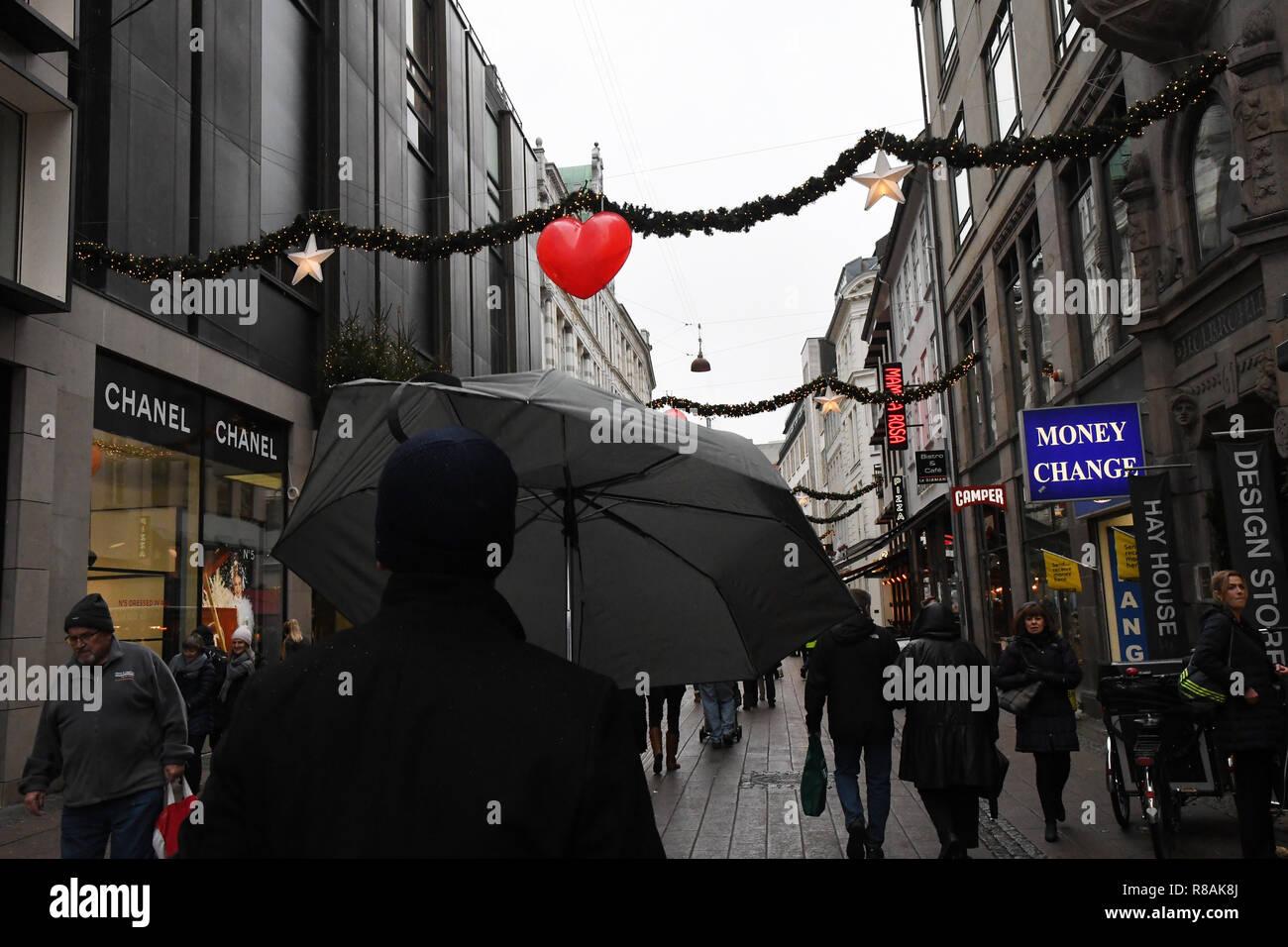 Copenhagen Denmark 14 December 2018 Christmas Shoppers Embrace