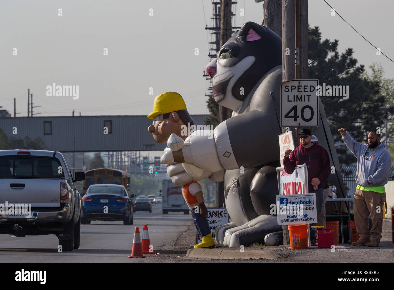 Union picketers demonstrating near entrance to Cargill facility in Hammond, Indiana Stock Photo