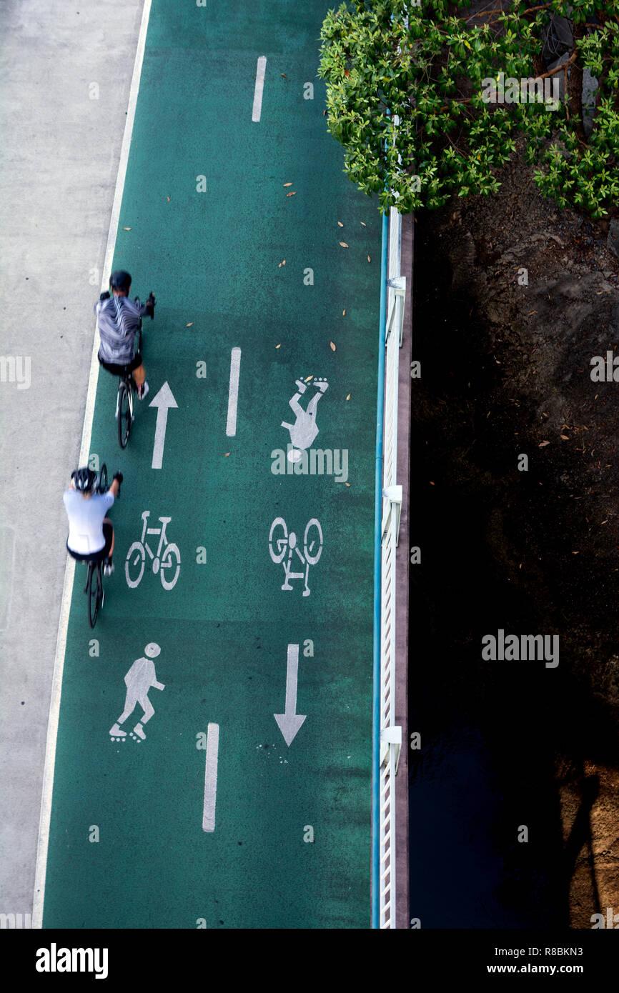 Aerial view of riverside cycleway/walkway, Brisbane, Queensland, Australia - Stock Image