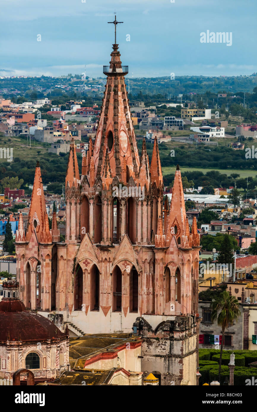 The PARROQUIA DE SAN MGIUEL ARCANGEL as seen from an early morning HOT AIR BALLOON ride - SAN MIGUEL DE ALLENDE, MEXICO Stock Photo