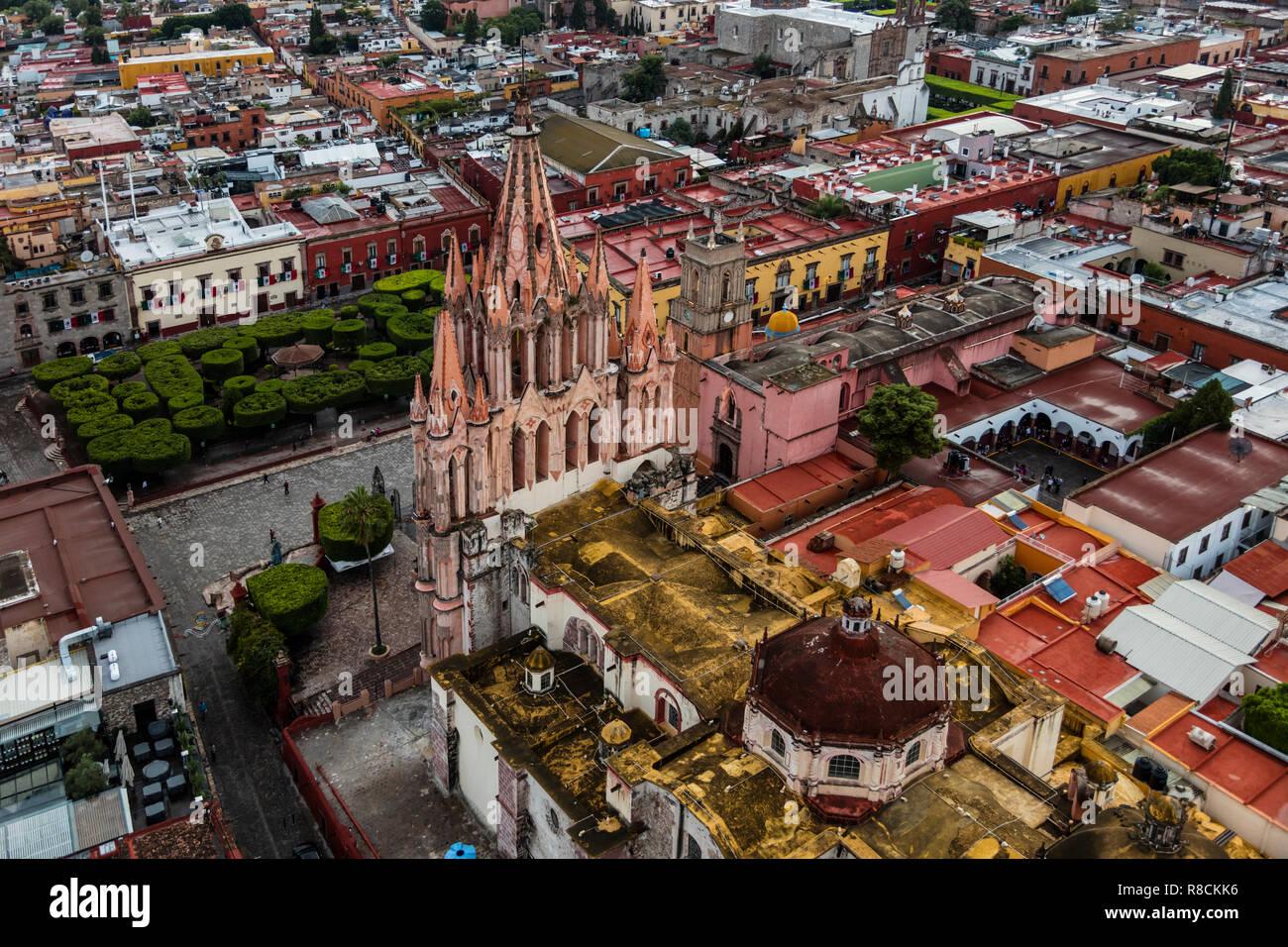 The PARROQUIA DE SAN MGIUEL ARCANGEL as seen from an early morning HOT AIR BALLOON ride - SAN MIGUEL DE ALLENDE, MEXICO Stock Photo