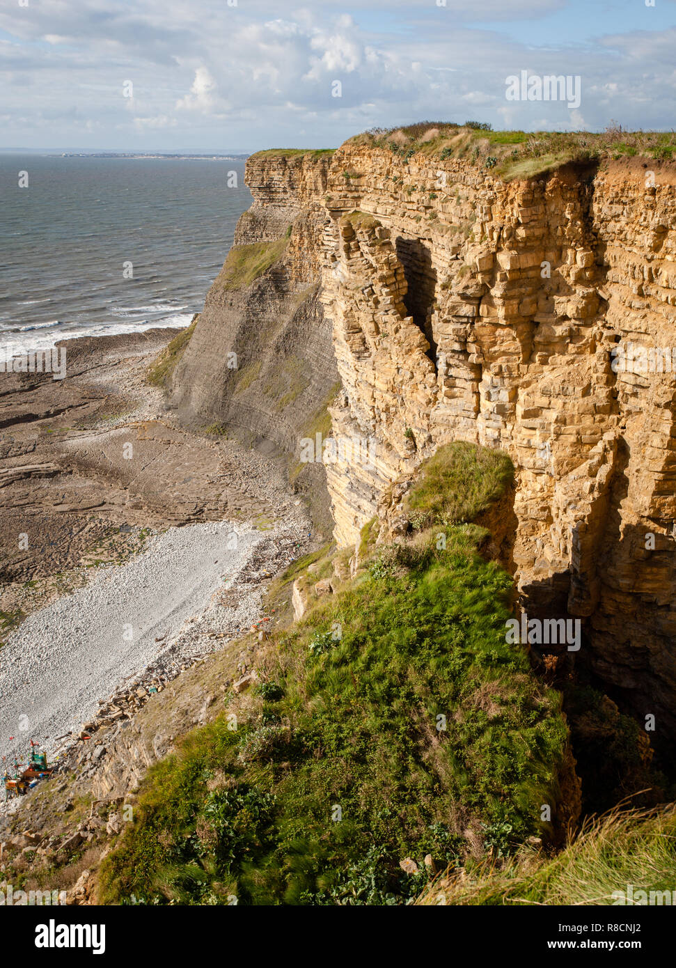 Unstable cliff face about to collapse in Jurassic lias limestone cliffs of the Glamorgan Heritage Coast in South Wales UK - Stock Image