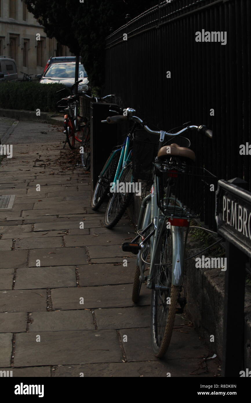 Oxford Lifestyle - vintage bicycles standing against railings in a street near Oxford University, Oxford, Oxfordshire, UK. Stock Photo