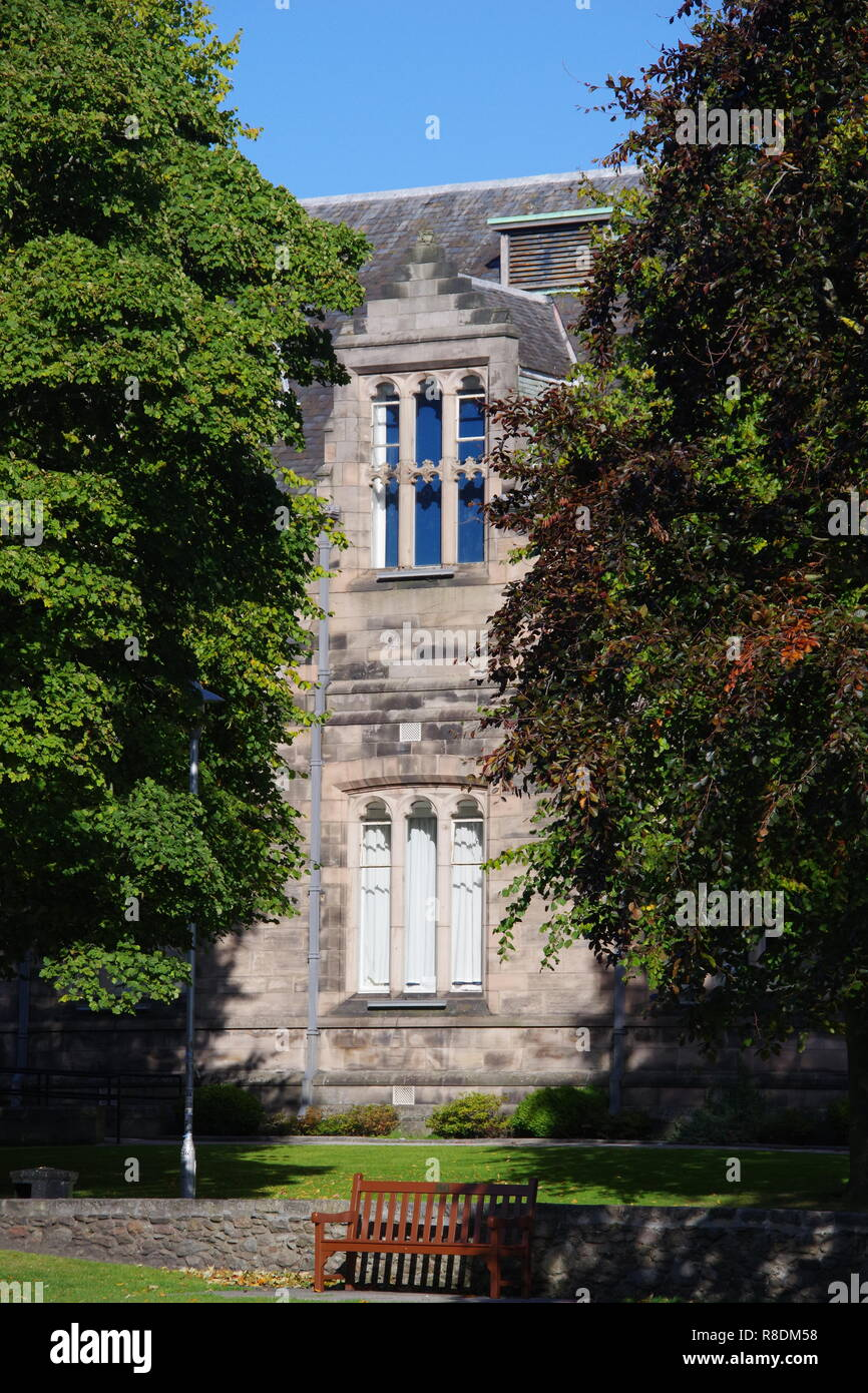 New Kings Lecture Building on a Sunny Autumn Day. University of Aberdeen, Scotland, UK. - Stock Image