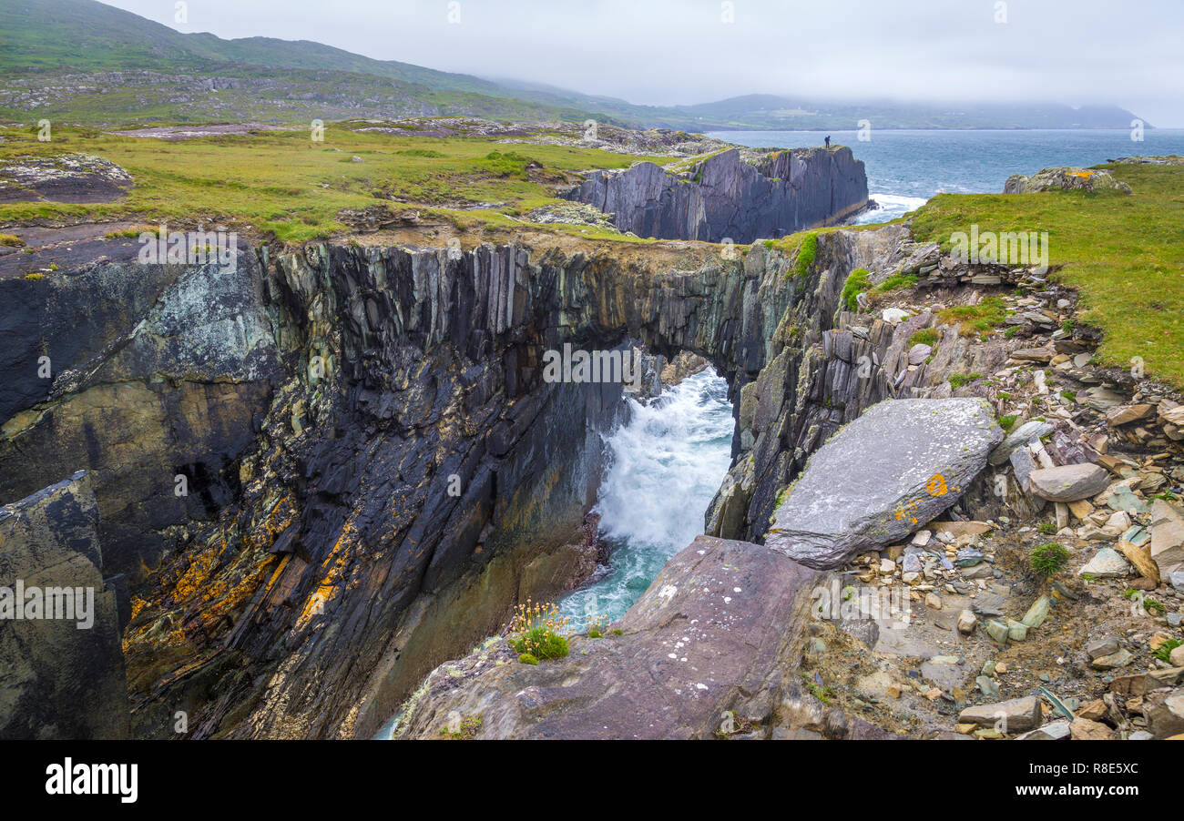 walking at Dunmanus Bay with natural stone Bridge - Stock Image