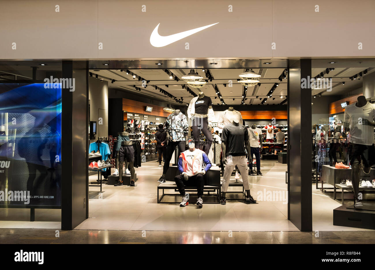 Eso mejilla Ambientalista  Nike Store High Resolution Stock Photography and Images - Alamy