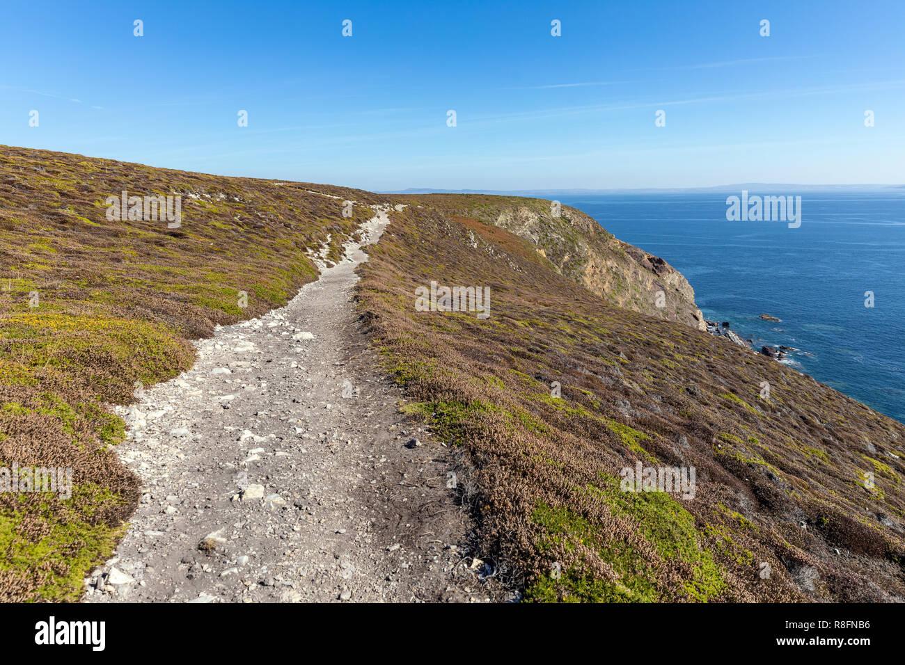 Coastal path of the Cap de la Chevre on the Crozon Peninsula (Finistere, France) - Stock Image