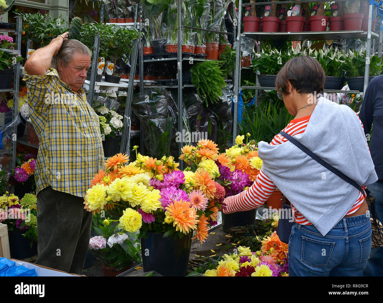 SUNDAY FLOWER MARKET, COLUMBIA ROAD, BETHNAL GREEN,TOWER HAMLETS, EAST LONDON. AUGUST 2018. The colourful Sunday morning street Flower Market Stock Photo