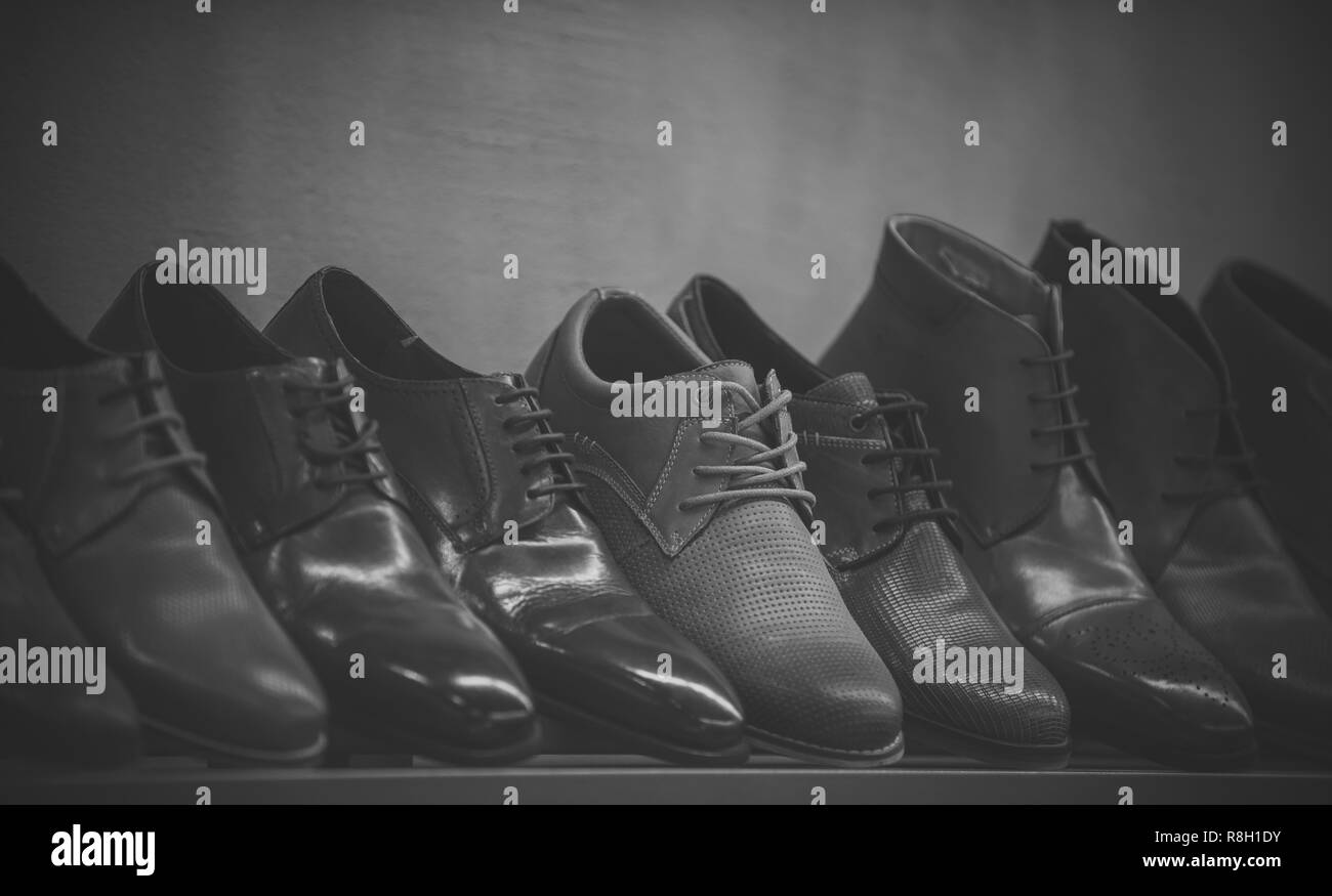 1438ca2b2 Row Of Shoes Stock Photos   Row Of Shoes Stock Images - Alamy