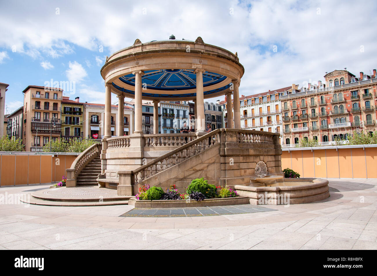The bandstand in the centre of Plaza del Costillo, Pamplona, Spain - Stock Image