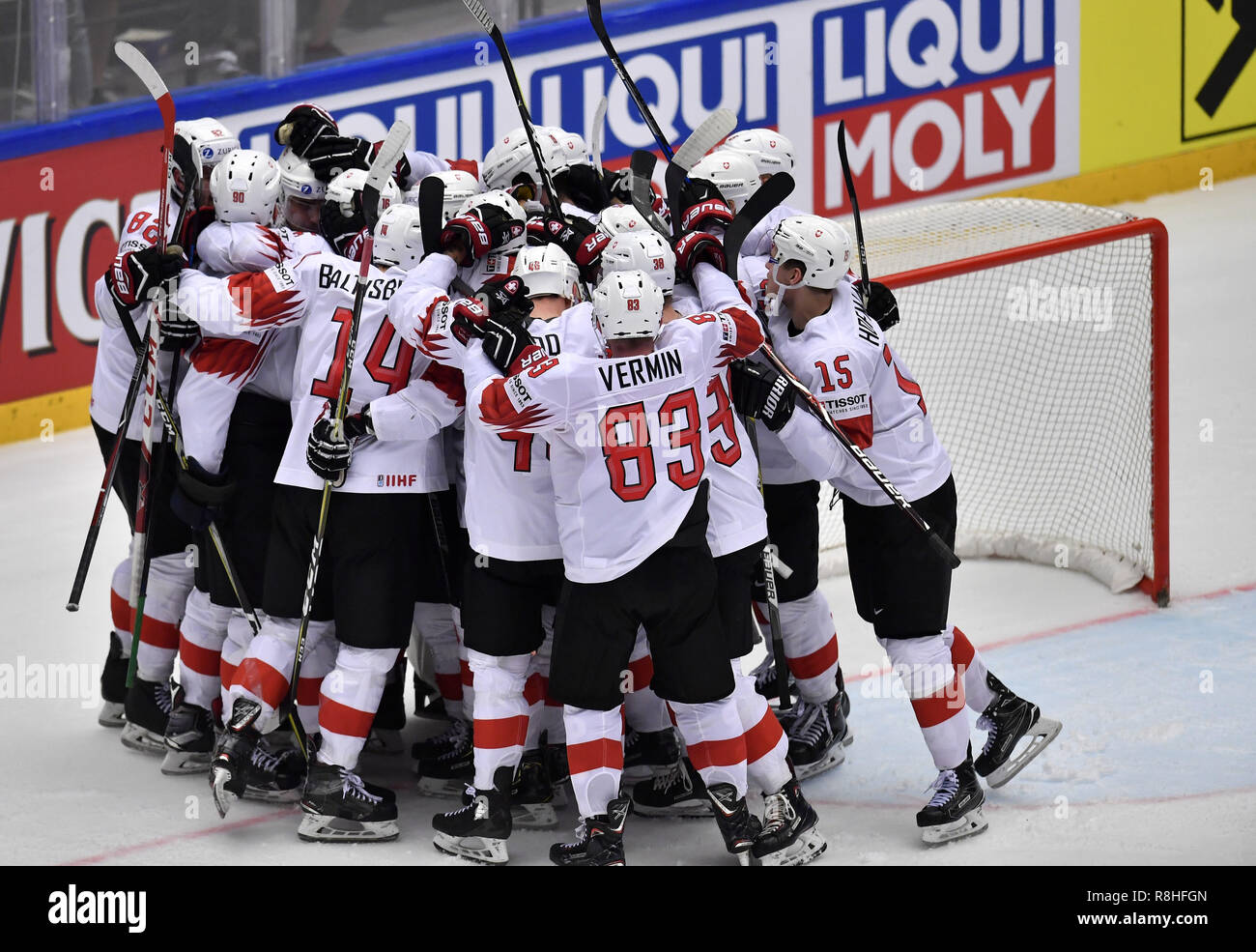 Herning, Denmark. 17th May, 2017. Team Switzerland is celebrating winning the quarterfinal between Finland and Switzerland in the IIHF World Ice Hockey Championship 2018 in Jyske Bank Boxen, Herning, Denmark. Credit: Lars Moeller/ZUMA Wire/Alamy Live News Stock Photo