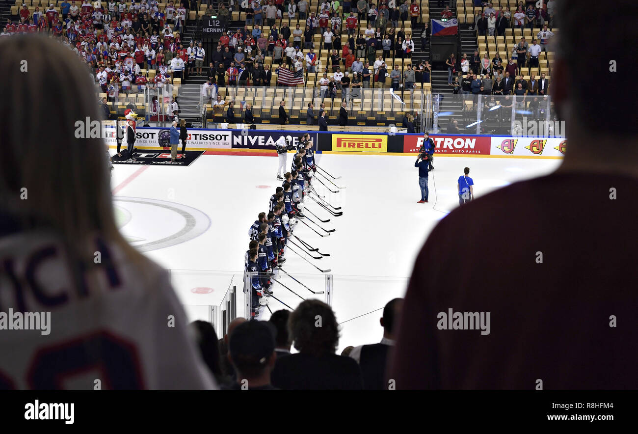 Herning, Denmark. 17th May, 2018. Team USA after the quarterfinal against the Czech Republic in the IIHF World Ice Hockey Championship 2018 in Jyske Bank Boxen, Herning, Denmark. Credit: Lars Moeller/ZUMA Wire/Alamy Live News Stock Photo