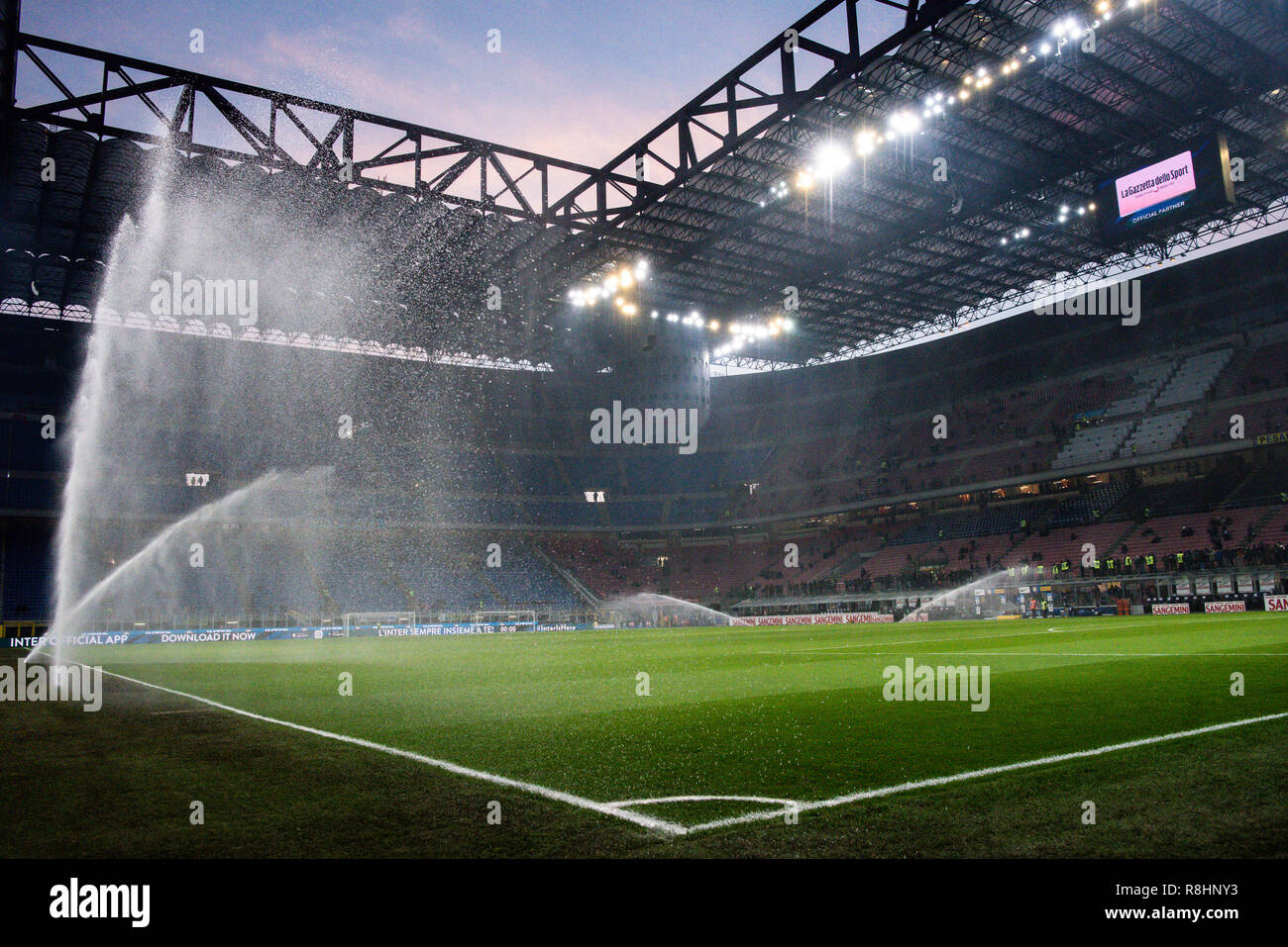 Milan, Italy. 15th Dec 2018. A general view of the stadium at sunset before the Serie A football match, Inter Milan vs Udinese Calcio at San Siro Meazza Stadium in Milan, Italy on 15 December 2018 Credit: Piero Cruciatti/Alamy Live News Stock Photo