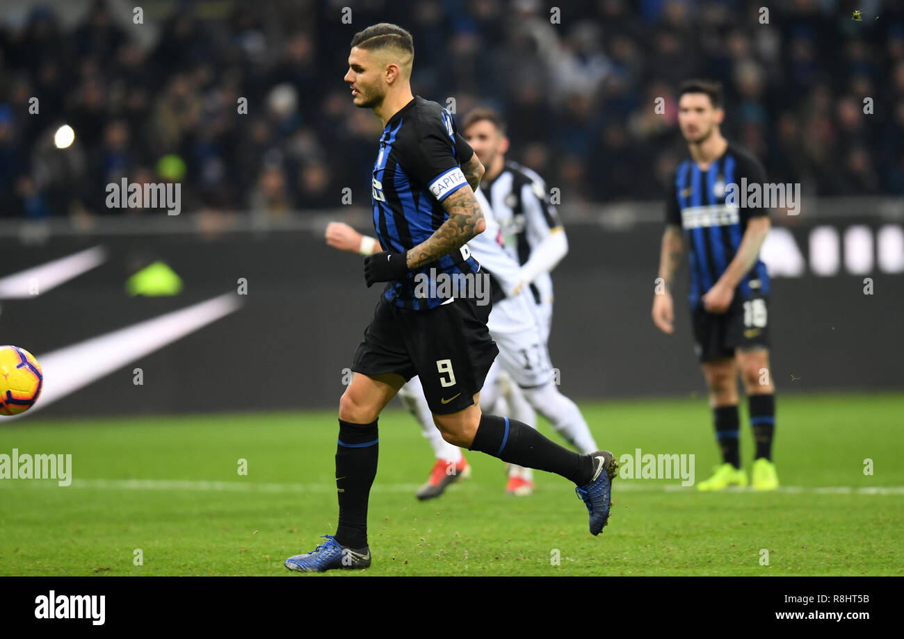 Milan, Italy. 15th Dec, 2018. Inter Milan's Mauro Icardi scores a penalty kick during the Serie A soccer match between Inter Milan and Udinese in Milan, Italy, Dec. 15, 2018. Inter Milan won 1-0. Credit: Augusto Casasoli/Xinhua/Alamy Live News Stock Photo