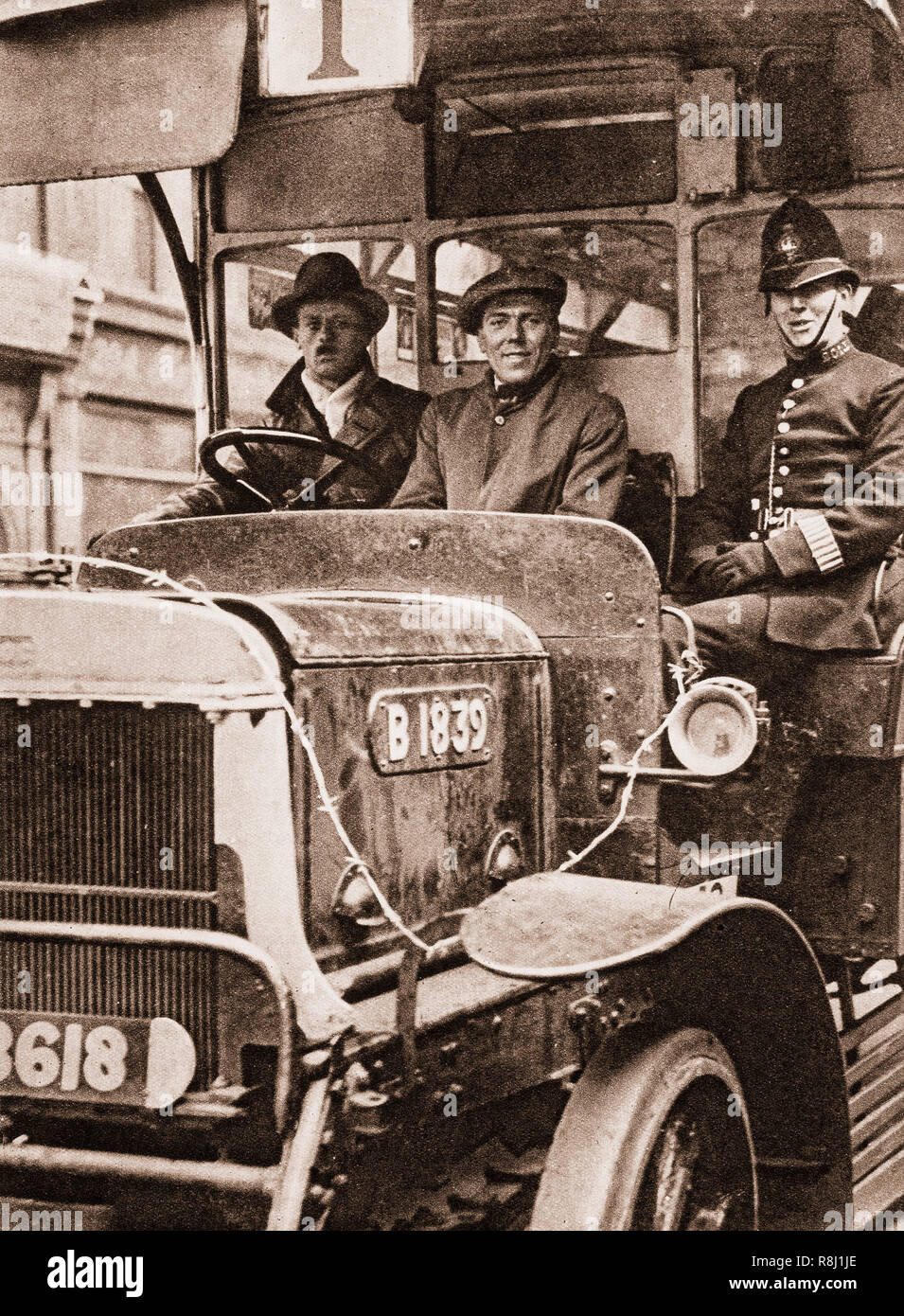 Volunteers transport with police escort during the 1926 general strike in the United Kingdom. The strike, lasting from 3 May 1926 to 12 May 1926, was called by the General Council of the Trades Union Congress (TUC) in an unsuccessful attempt to force the British government to act to prevent wage reduction and worsening conditions for 1.2 million locked-out coal miners. Some 1.7 million workers went out, especially in transport and heavy industry. - Stock Image