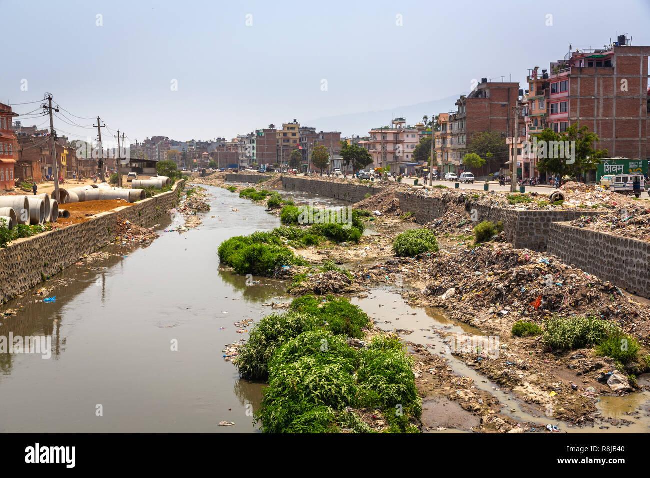 View of the polluted Bagmati River in Kathmandu, Nepal - Stock Image