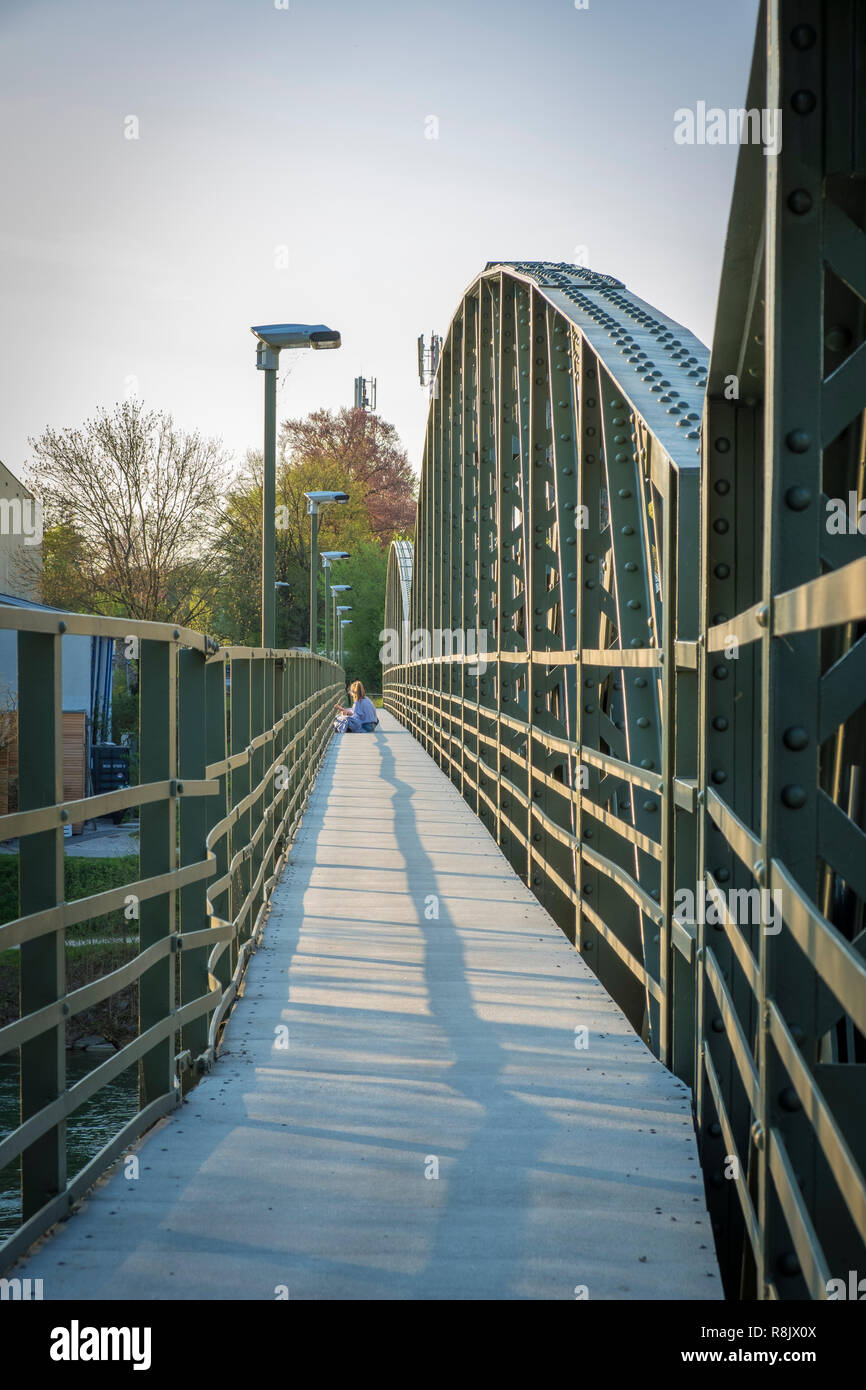 Eisenbahnbrücke über die Traun bei Wels, Oberösterreich - Stock Image