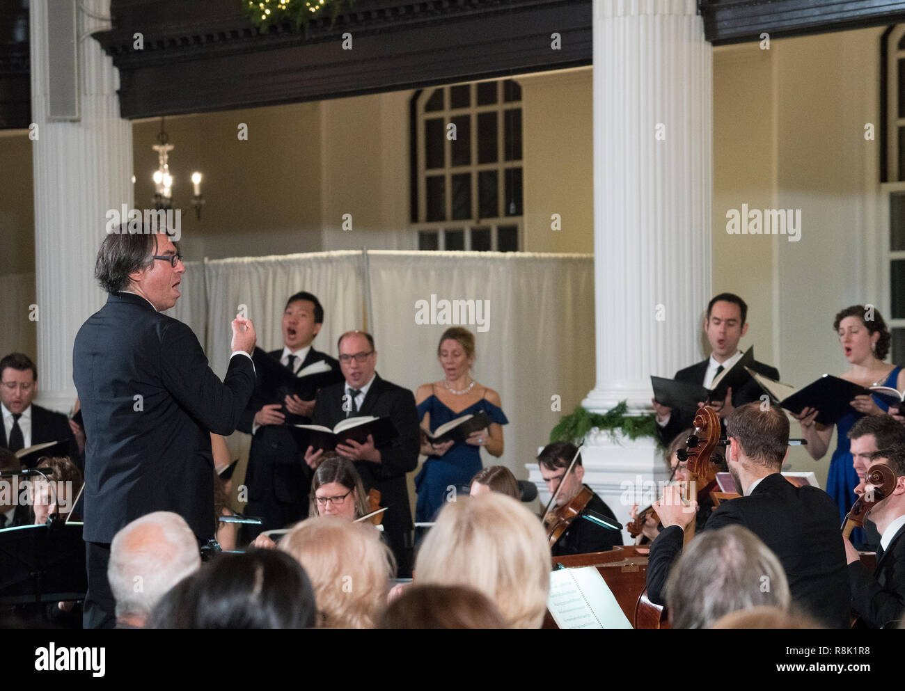 """Julian Wachner in St. Paul's Chapel conducting the Choir of Trinity Wall Street and the Trinity Baroque Orchestra in Handel's """"Messiah."""" - Stock Image"""