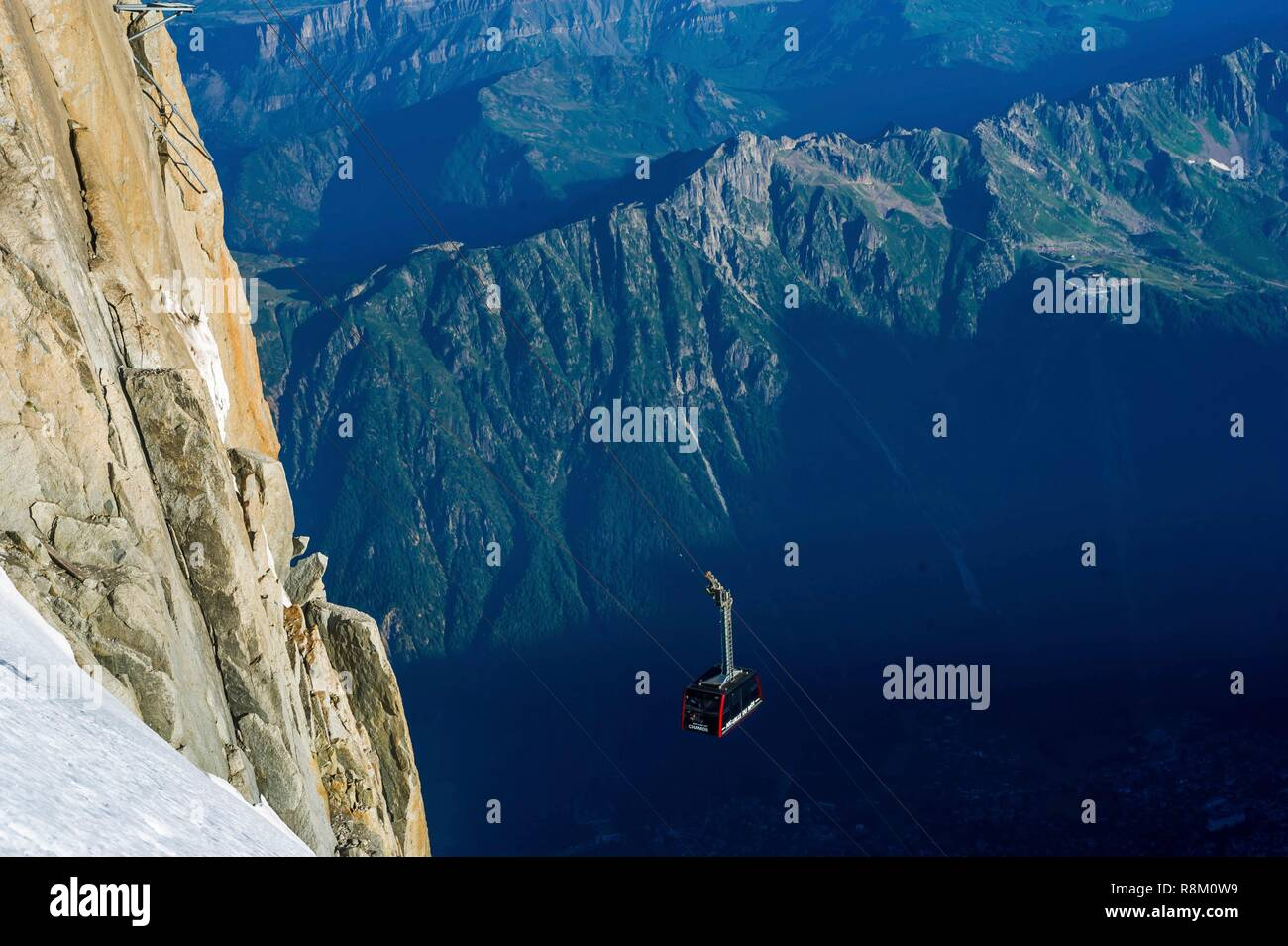 France, Haute-Savoie, Chamonix-Mont-Blanc, arrival at the summit station of the Aiguille du Midi cable car, with Aiguilles Rouges in the backdrop - Stock Image