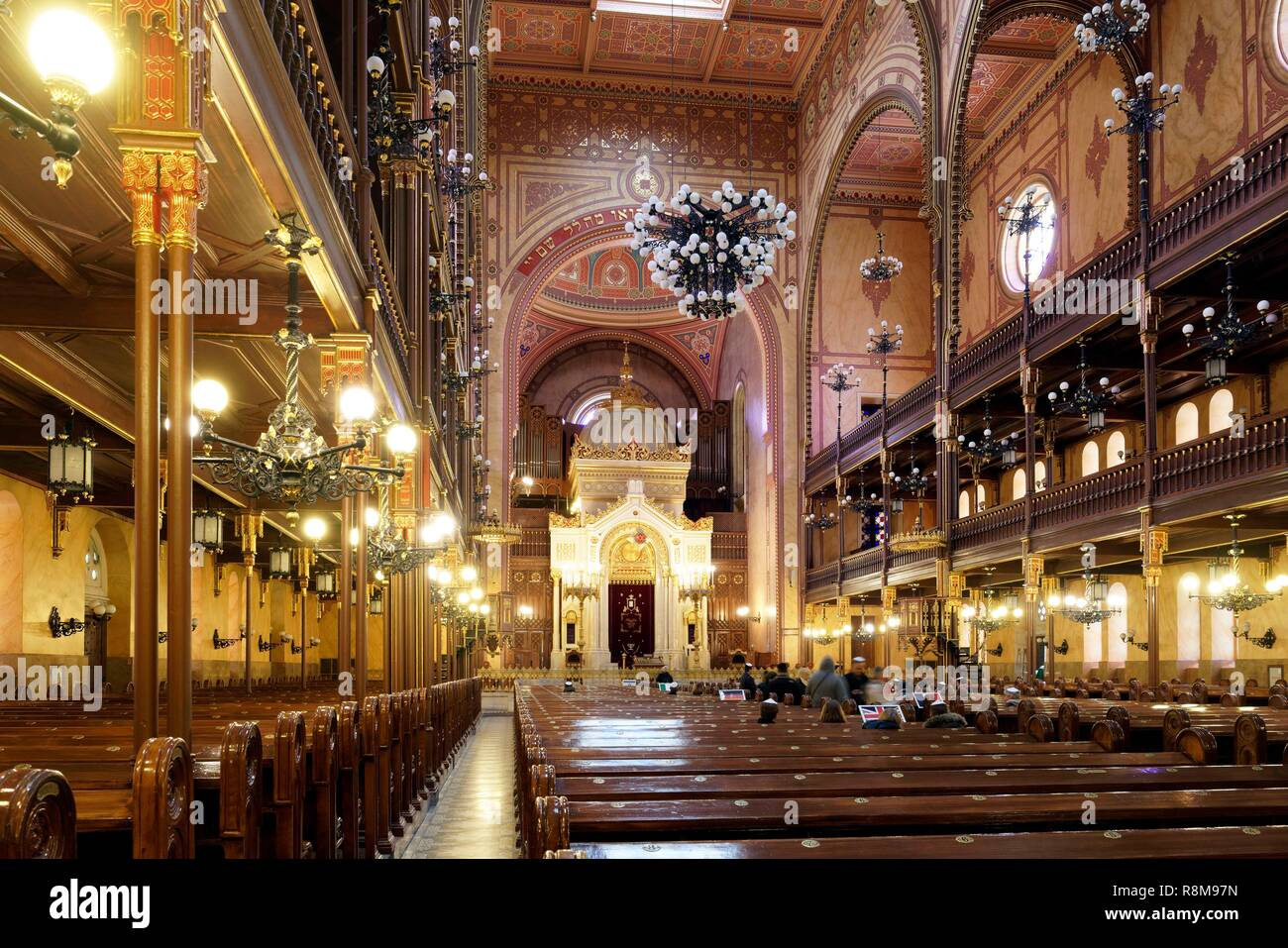 Hungary, Budapest, listed as World Heritage by UNESCO, Pest district, the Great Synagogue or Dohány Street Synagogue, built between 1854 and 1859 by Viennese architect Ludwig Förster in moresque style, has space for 3000 worshippers and is the largest in Europe - Stock Image