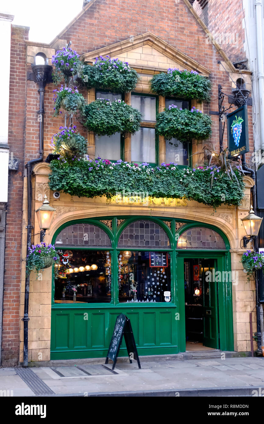 Around the University City of Oxford in Oxfordshire England UK  The Grapes Pub - Stock Image