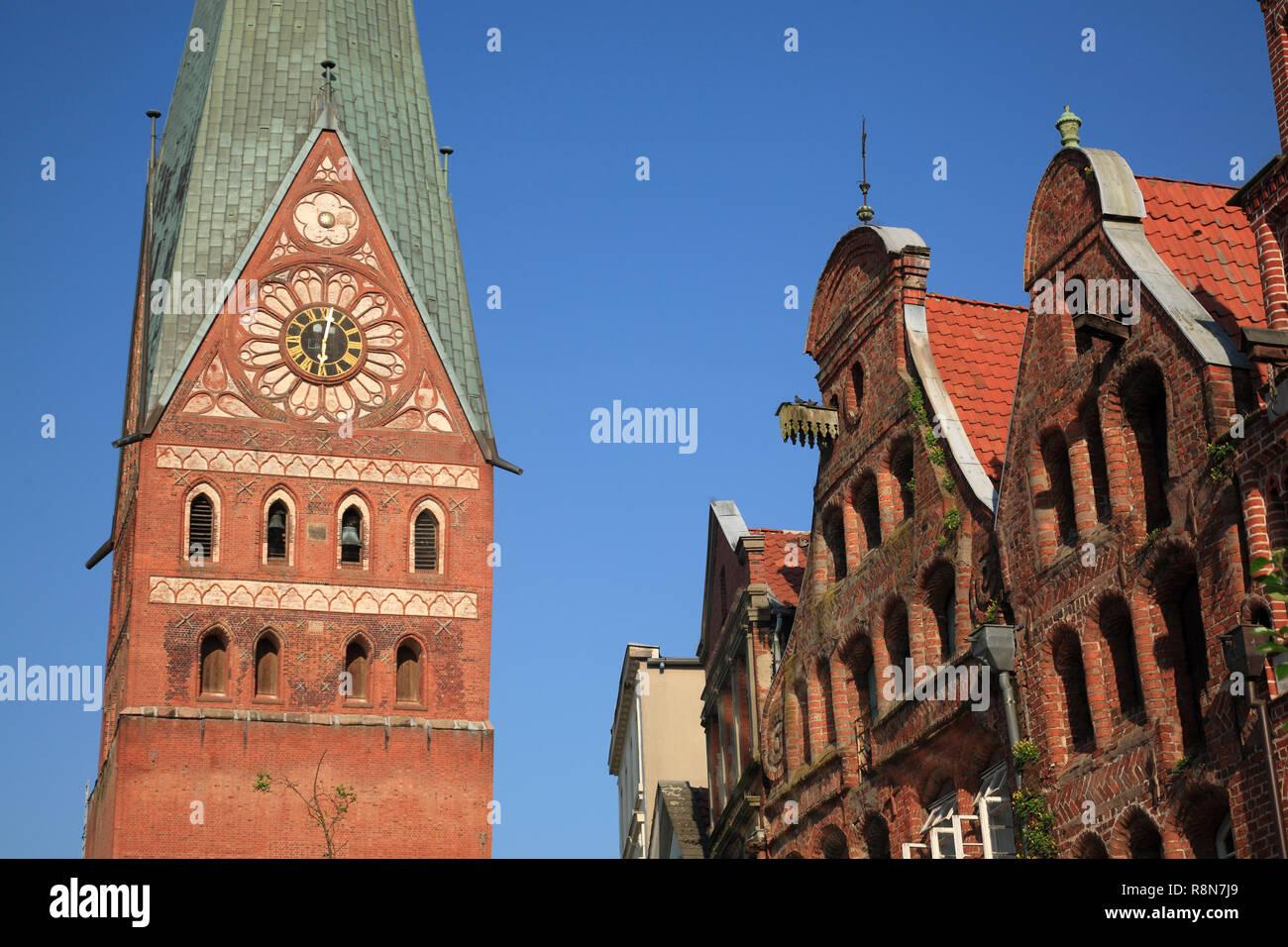 Square Am Sande, old houses,  and Johannis Church, Lüneburg, Lueneburg, Lower Saxony, Germany, Europe - Stock Image