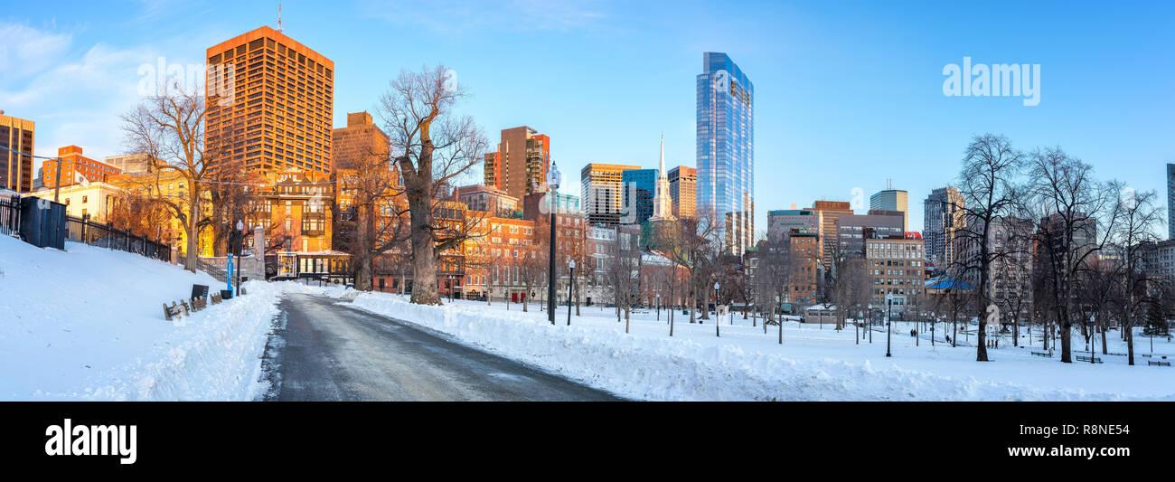 Boston public garden at winter - Stock Image