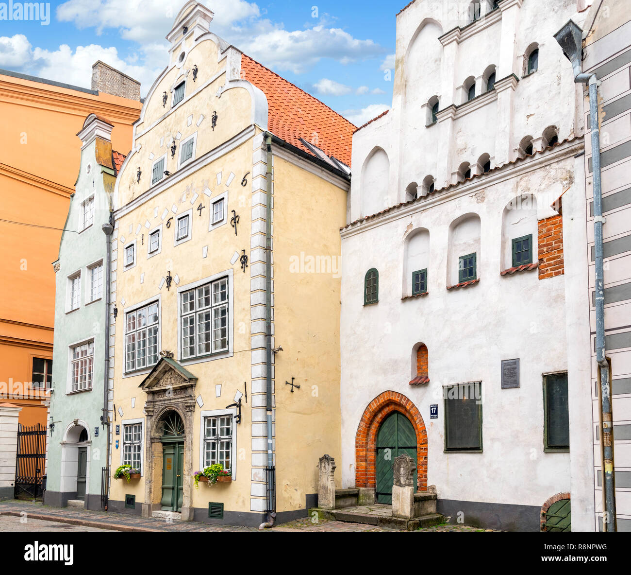 The Three Brothers, a row of historic houses with the oldest dating from the 15thC, Mazā Pils iela, Old Riga (Vecriga), Riga, Latvia - Stock Image