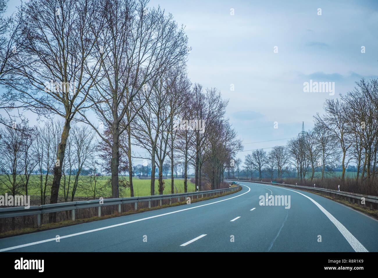 Fahrt auf der Ostwestfalenstraße bei Brakel, NRW, Deutschland - Stock Image