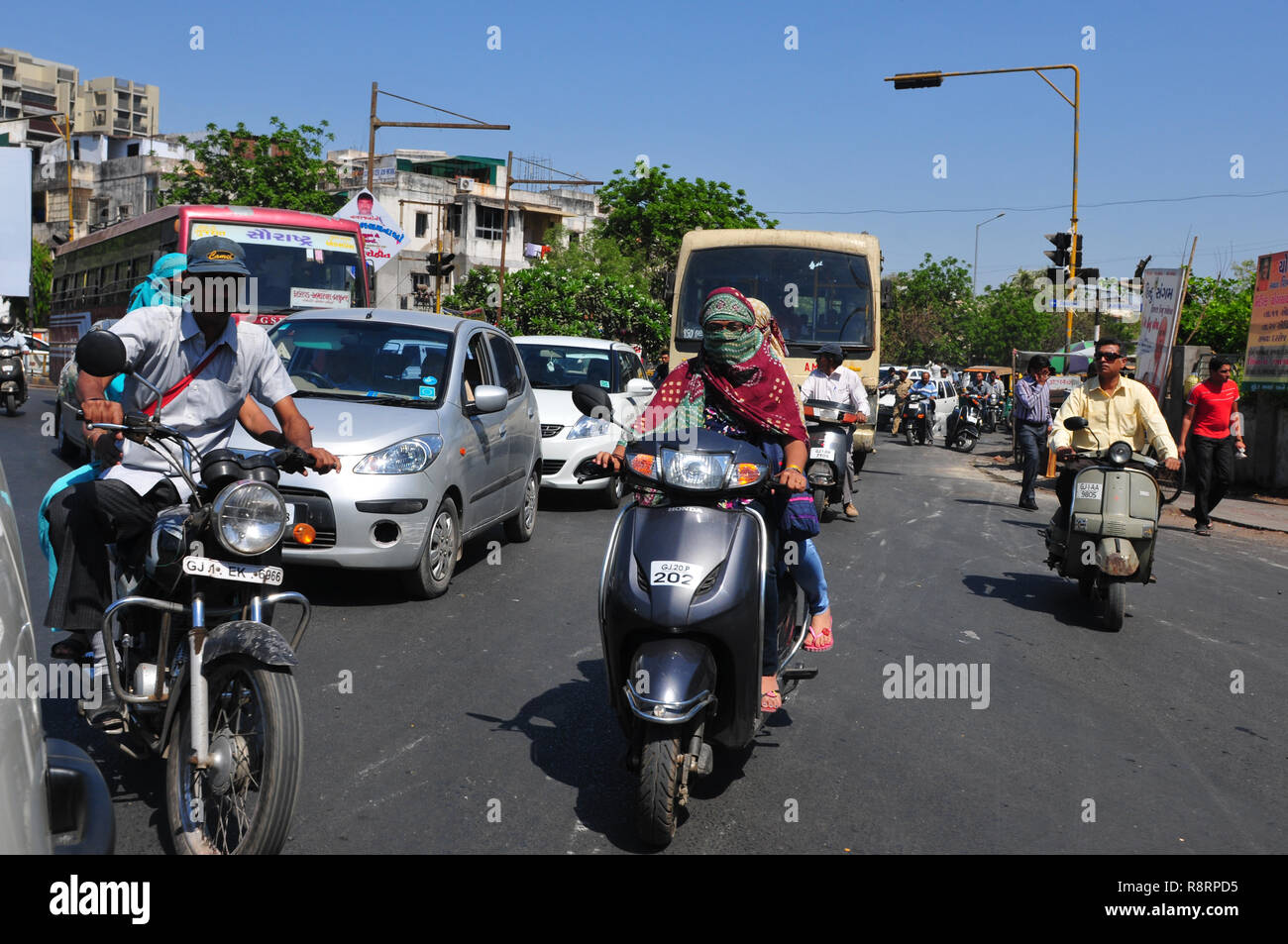 India: heavy traffic in the streets of Ahmedabad, the capital city of Gujarat Stock Photo