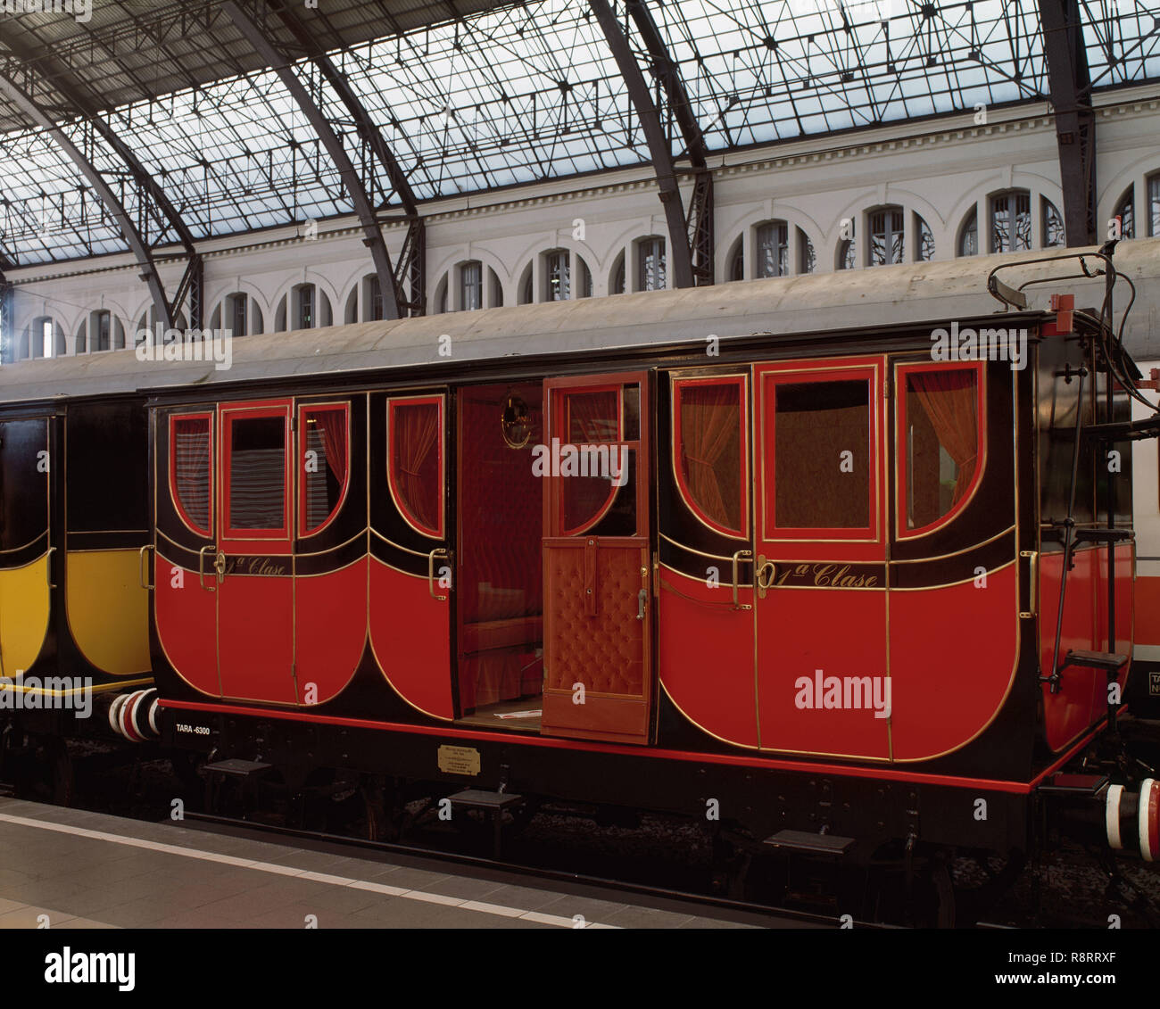 Railway of the short line from Barcelona to Mataro, 1848. Wagon, first class. Replica for the Exhibition '150 years of railroad in Spain' (1998-1999), held in France Station, Barcelona, Catalonia, Spain. - Stock Image