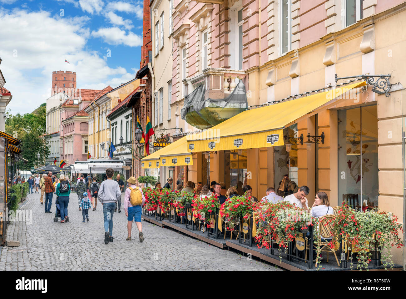 Restaurant and shops on Pilies Street (Pilies Gatvė) in the Old Town, Vilnius, Lithuania - Stock Image