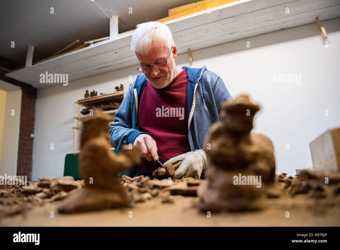 Saterland, Germany. 22nd Nov, 2018. Karl-Heinz Brinkmann carves Christmas figures from peat in his home workshop. The 64 year old Saterland artist works with many materials. But the dried white peat is special: it is 2000 years old. Credit: Mohssen Assanimoghaddam/dpa/Alamy Live News - Stock Image