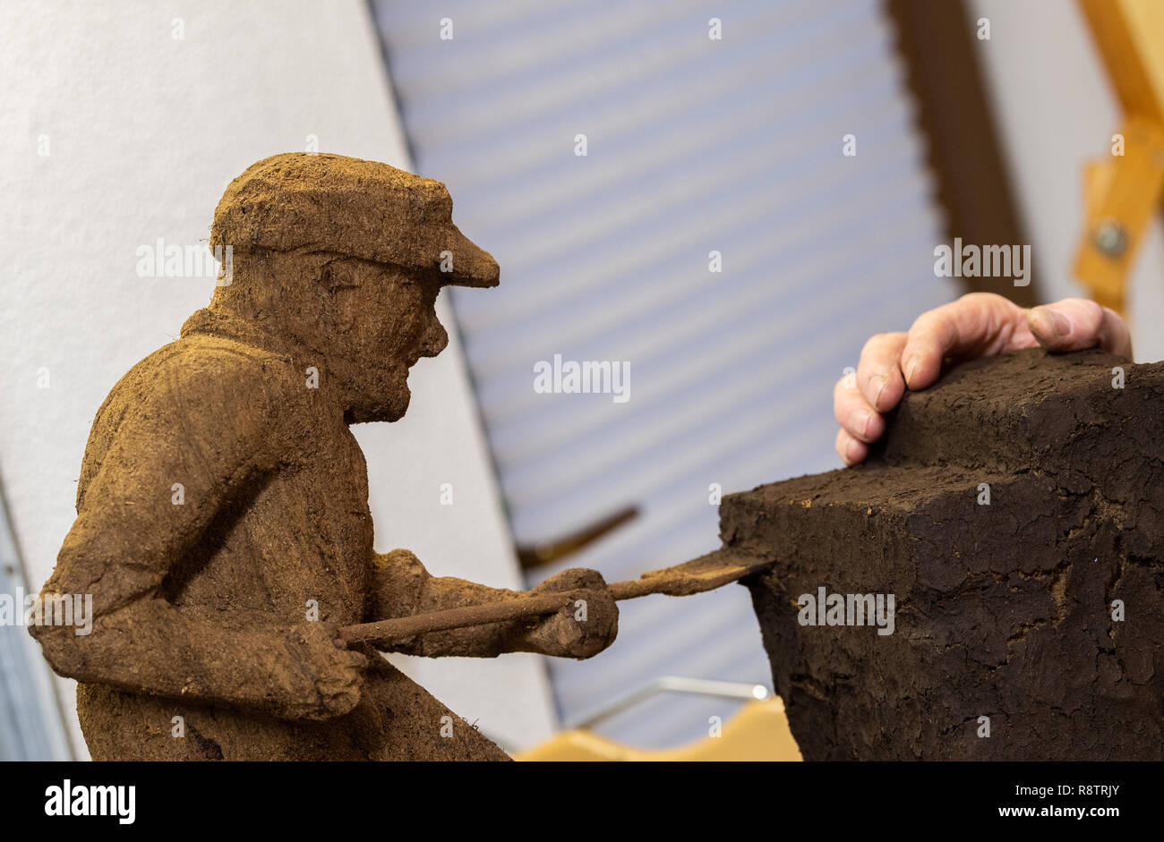 Saterland, Germany. 22nd Nov, 2018. A figure carved from peat by Karl-Heinz Brinkmann, the 64-year-old Saterland artist works with many materials. But the dried white peat is special: it is 2000 years old. Credit: Mohssen Assanimoghaddam/dpa/Alamy Live News - Stock Image