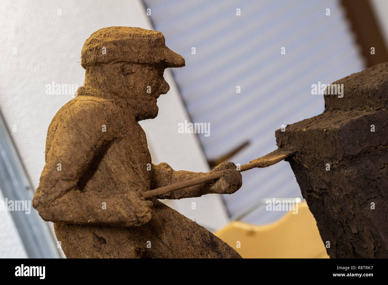 Saterland, Germany. 22nd Nov, 2018. A figure carved from peat by Karl-Heinz Brinkmann. The 64 year old Saterland artist works with many materials. But the dried white peat is special: it is 2000 years old. Credit: Mohssen Assanimoghaddam/dpa/Alamy Live News - Stock Image