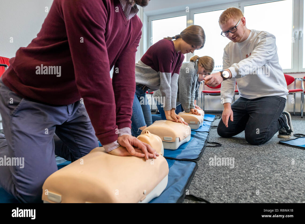 First aid course, first aid training in emergencies