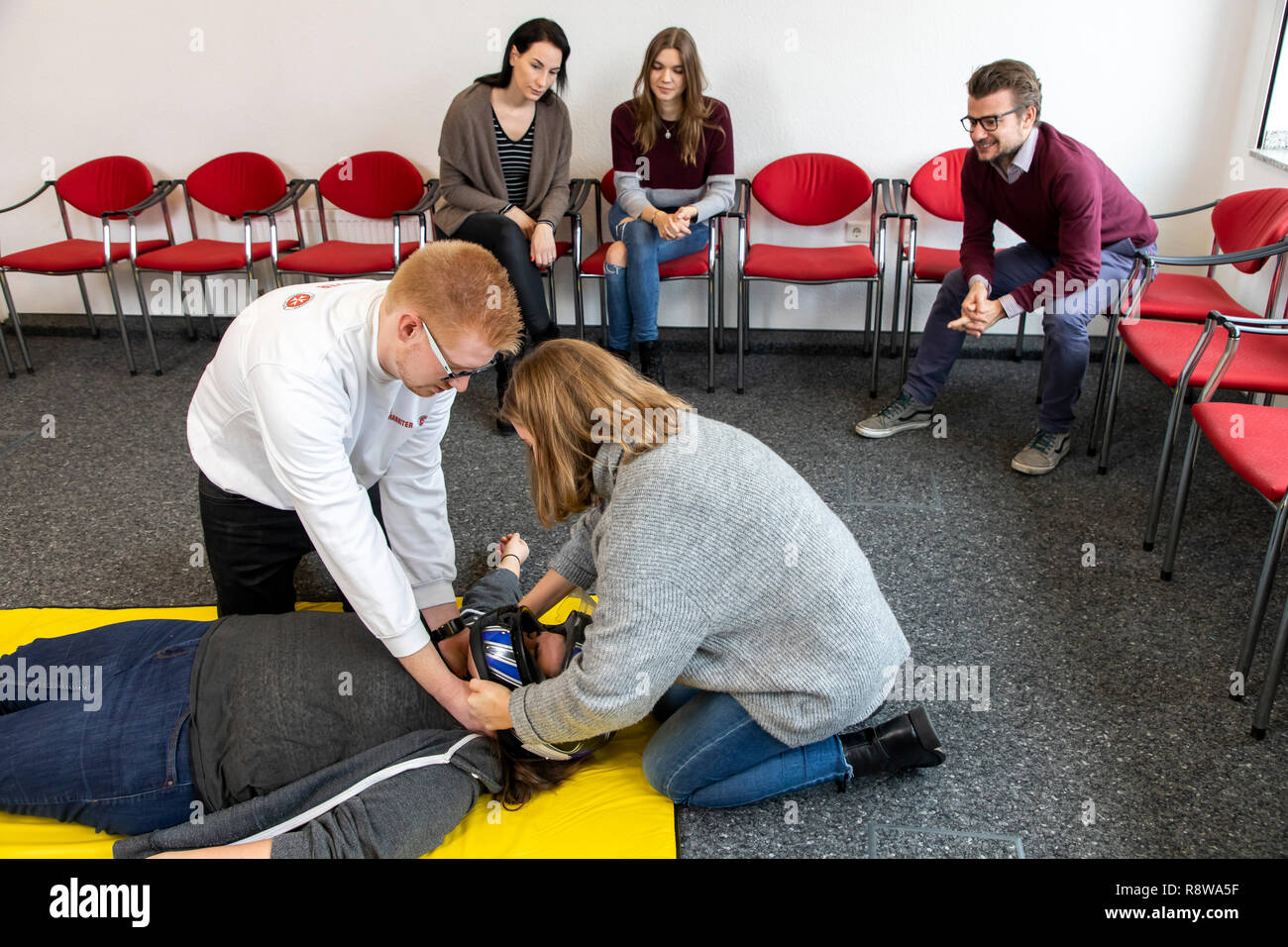 First aid course, first aid training in case of accidents, emergencies, practice training, proper removal of the safety helmet in the case of an accid Stock Photo