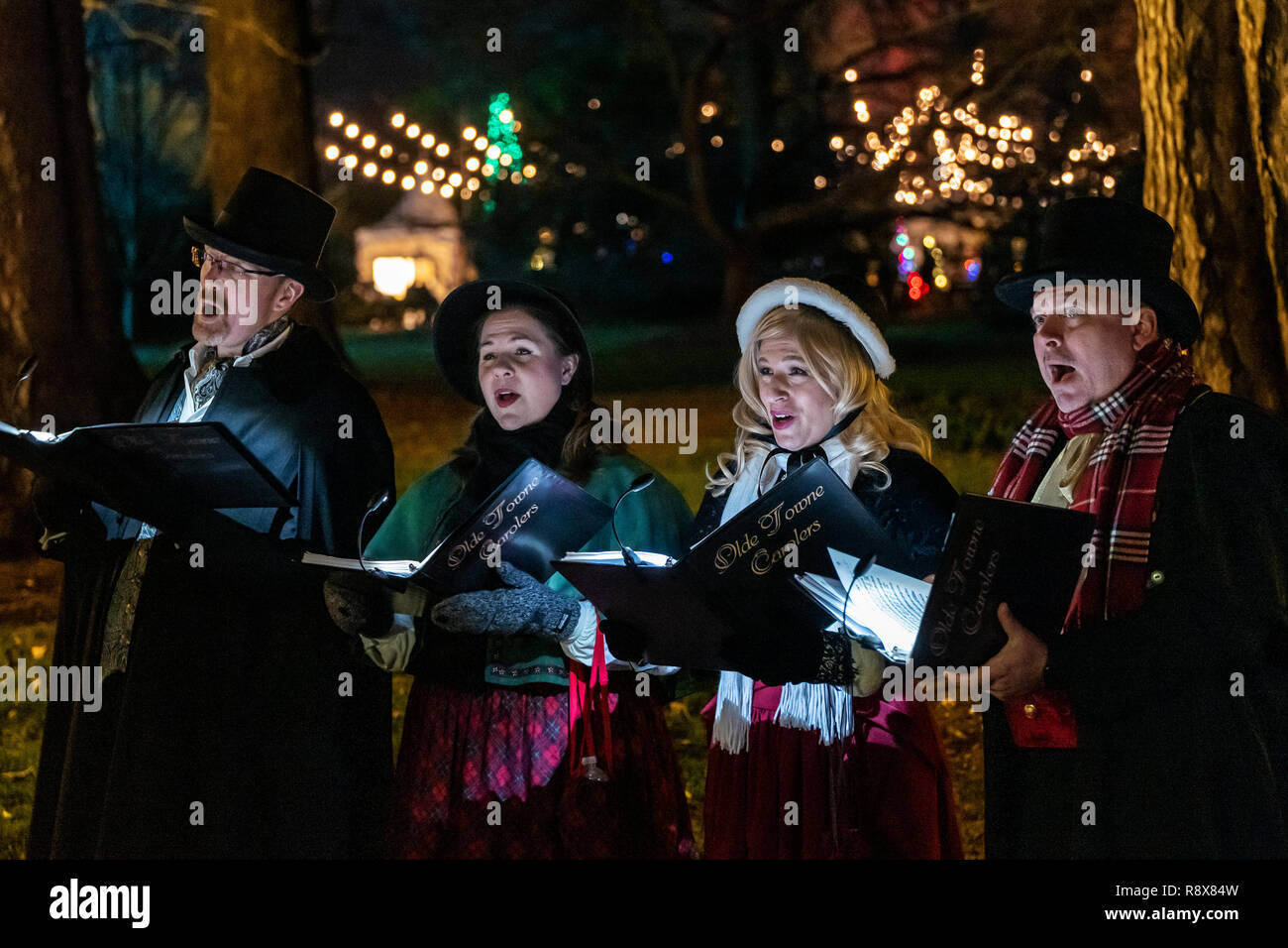 Christmas Carolers High Resolution Stock Photography And Images Alamy