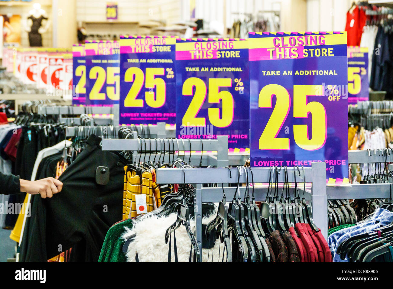 Miami Florida downtown clothing store closing sale 25% off - Stock Image