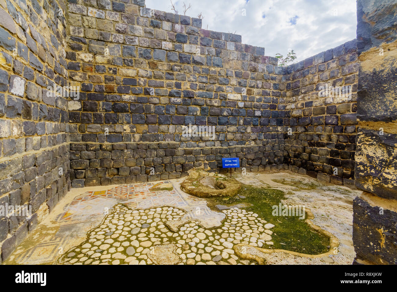 Remains of a baptistery in the Byzantine monastery, in Kursi National Park, Golan Heights, Northern Israel. Identified as Gergesa (Miracle of the Swin - Stock Image