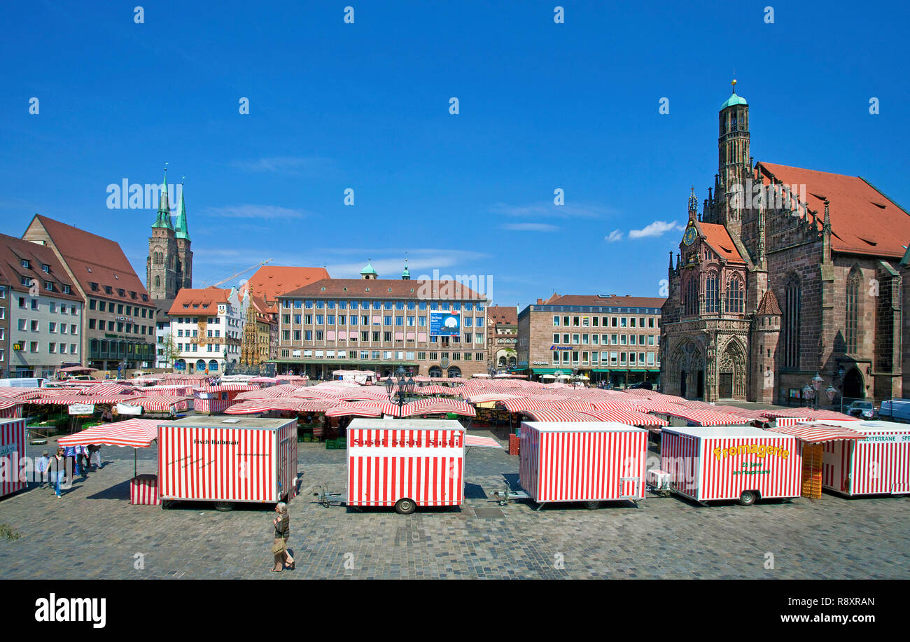 Main market, behind left side the Sebaldus church, right side the Church of Our Lady, old town, Nuremberg, Franconia, Bavaria, Germany, Europe - Stock Image