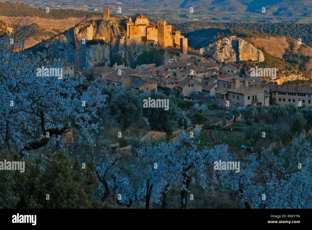 Spain, Aragon, Huesca, Alquezar, view of a medieval village perched on a rocky peak at sunset Stock Photo