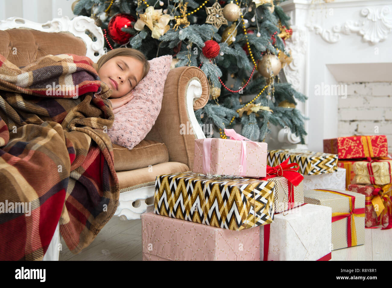 Christmas Thoughts.Child Enjoy The Holiday Happy New Year Winter Xmas Online