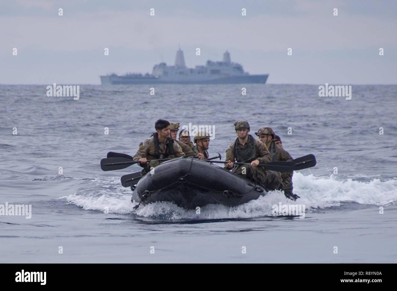 PHILIPPINE SEA (March 19, 2017) Reconnaissance Marines