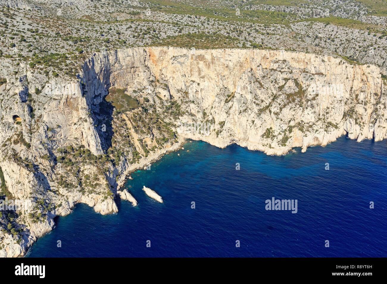 France, Bouches du Rhone, Calanques National Park, Marseille, 9th arrondissement, Devenson Cove, Dromedary Islet (aerial view) Stock Photo