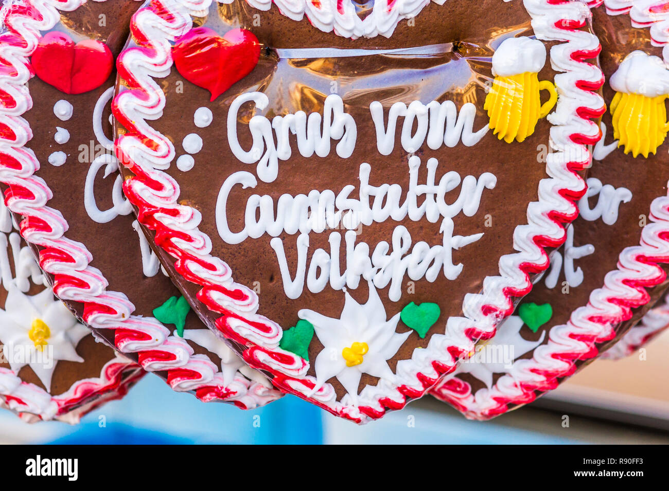 gingerbread hearts with the inscription: 'greetings from the cannstatt/stuttgart fun fair' - Stock Image